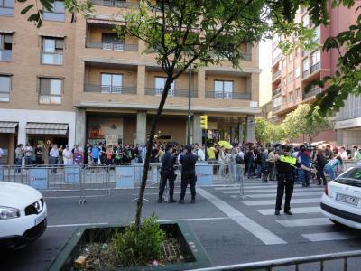 LOS INDIGNADOS SE CONCENTRAN EN LAS PUERTAS DE LAS CORTES